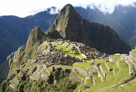 På rejser til Peru oplever du Machu Picchu, Inkaer, Andesbjerge og Amazonas. Kombiner evt med rundrejse i Sydamerika. Svane Rejser har billige rejser til Peru.