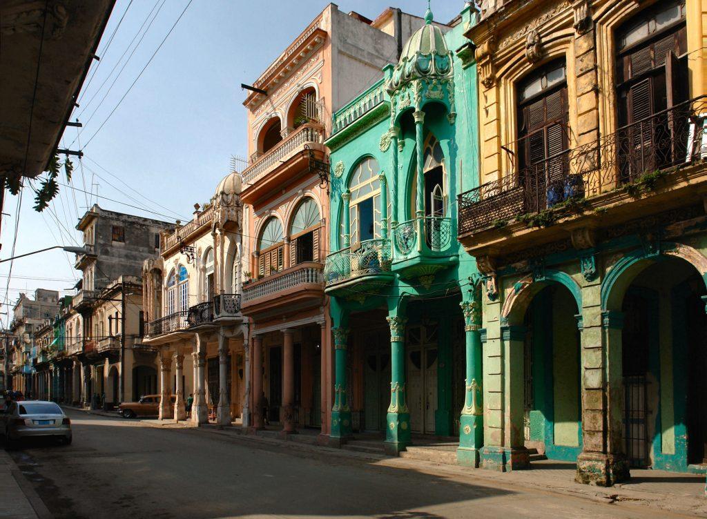 På rejser til Cuba ser du både Havana og byens gamle bydel