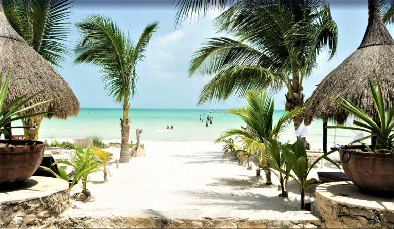 Bo med strand lige udenfor døren på Isla de Holbox