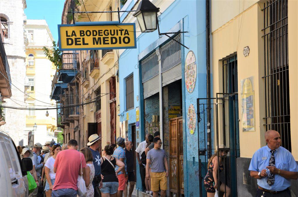 På en rejse til Havana kan du se La Bodeguita del Medio