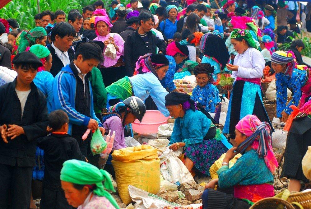 På en rejse til Vietnam kan du se markedet i Sapa