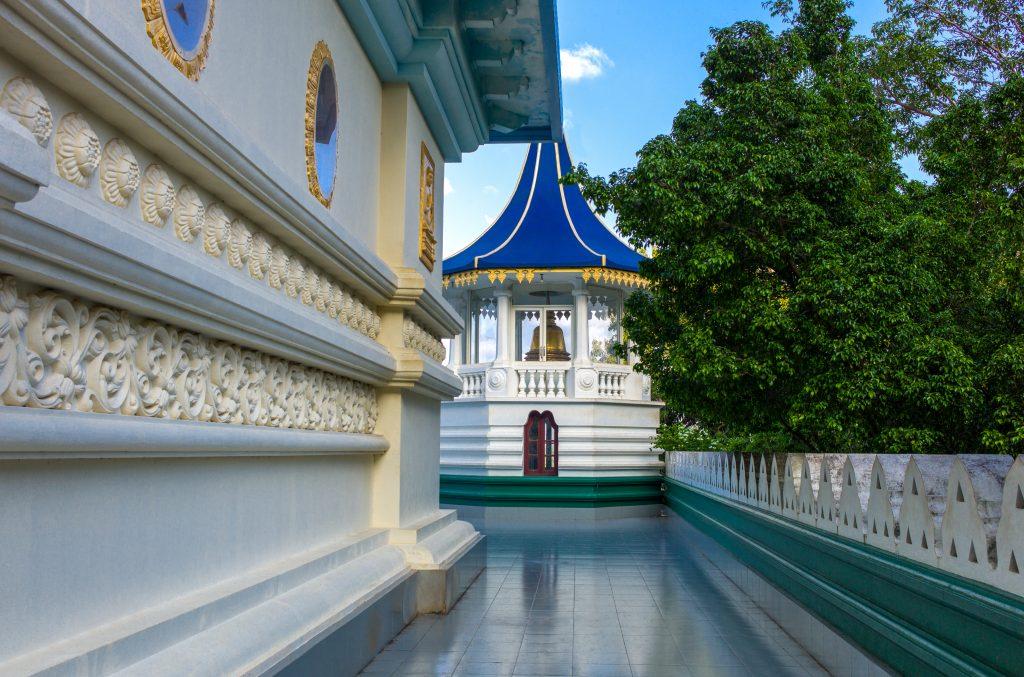 På ferie i Sri Lanka ser du mange pragtfulde templer
