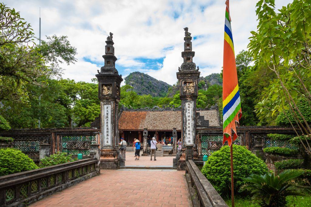 På en rejse til Vietnam er det værd at besøge den gamle kejserby Hoa Lu