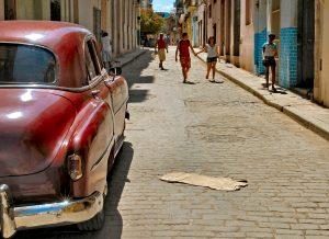 Cubansk-bil-og-gade-redigeret