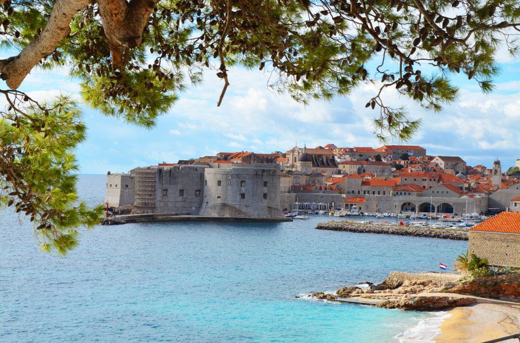 På en rejse til Kroatien er det et must at se Dubrovnik