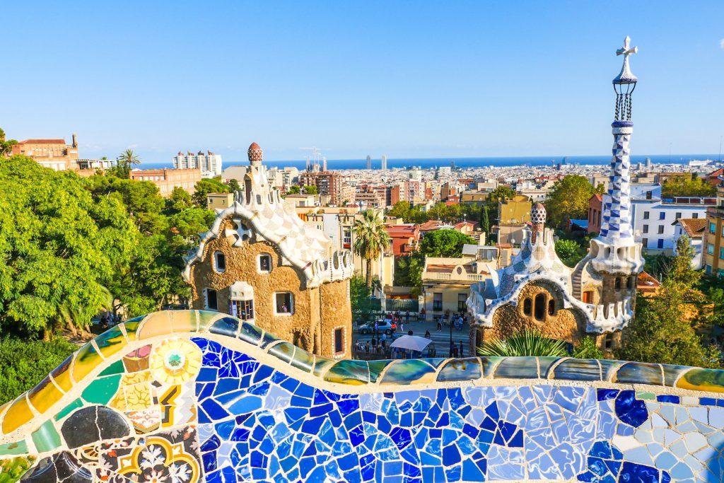 Ferie i Spanien er dejlige strande og pulserende storbyer