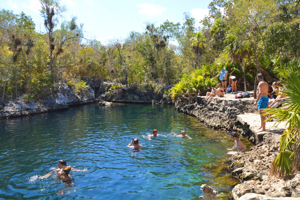Rundrejse i Cuba. Svøm i naturpools ved Playa Larga