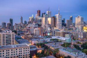 Toronto-Canady-by-skyline