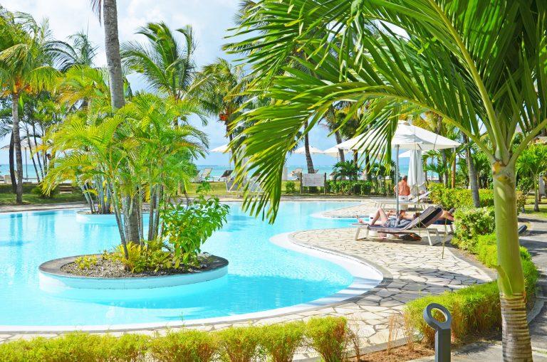OK-Mauritius-Hotel-Paul-et-Virginie-Pool-med-palmer-2