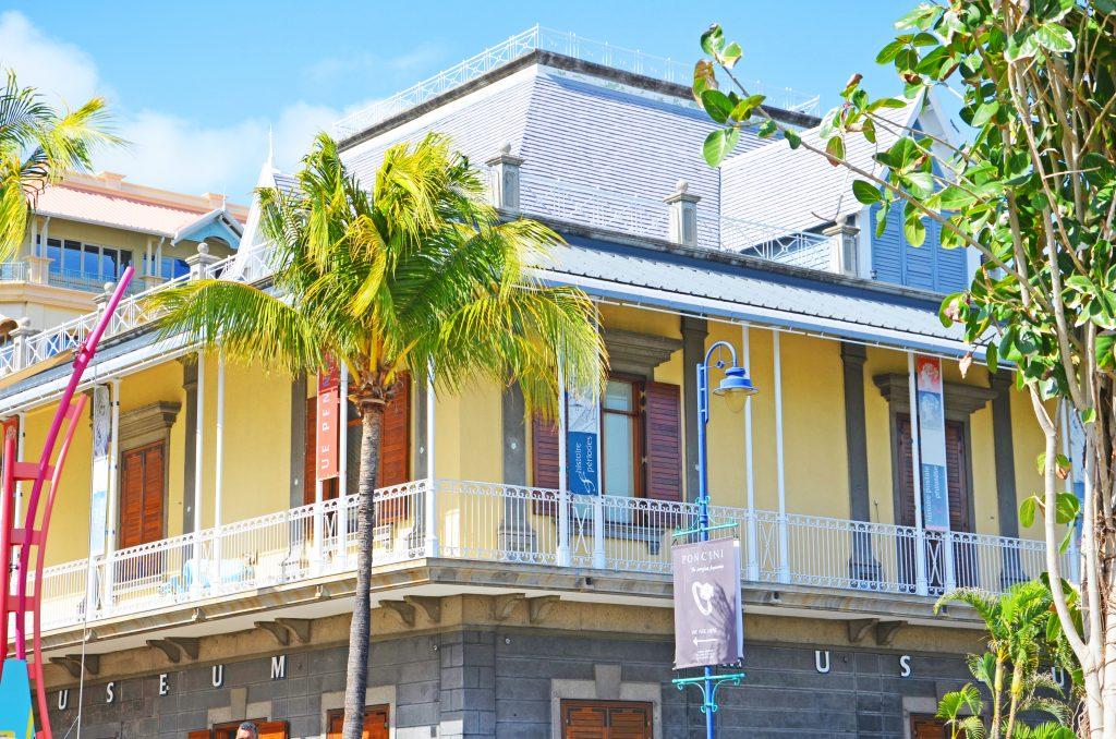 Typisk hus i hovedstaden Port Louis i Mauritius. Se byen på din badeferie i Mauritius