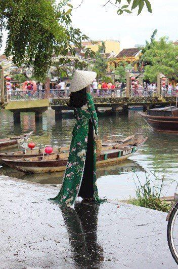 Groen Kimono Ved Flod 1