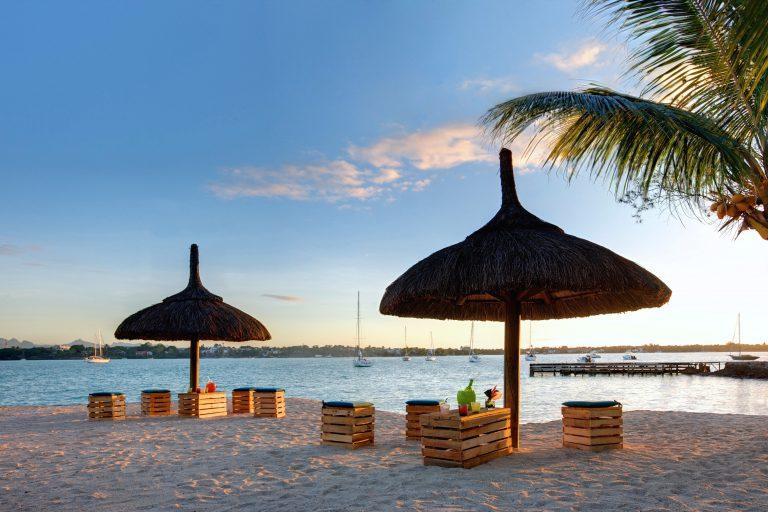 Hotel Grand-Baie ligger lige ud til lækker strand og hav