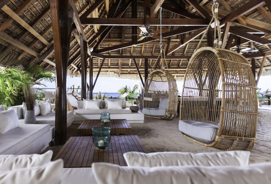 Hotel Pointes-aux Biches har en bar, der ligger i voksenområdet af hotellet
