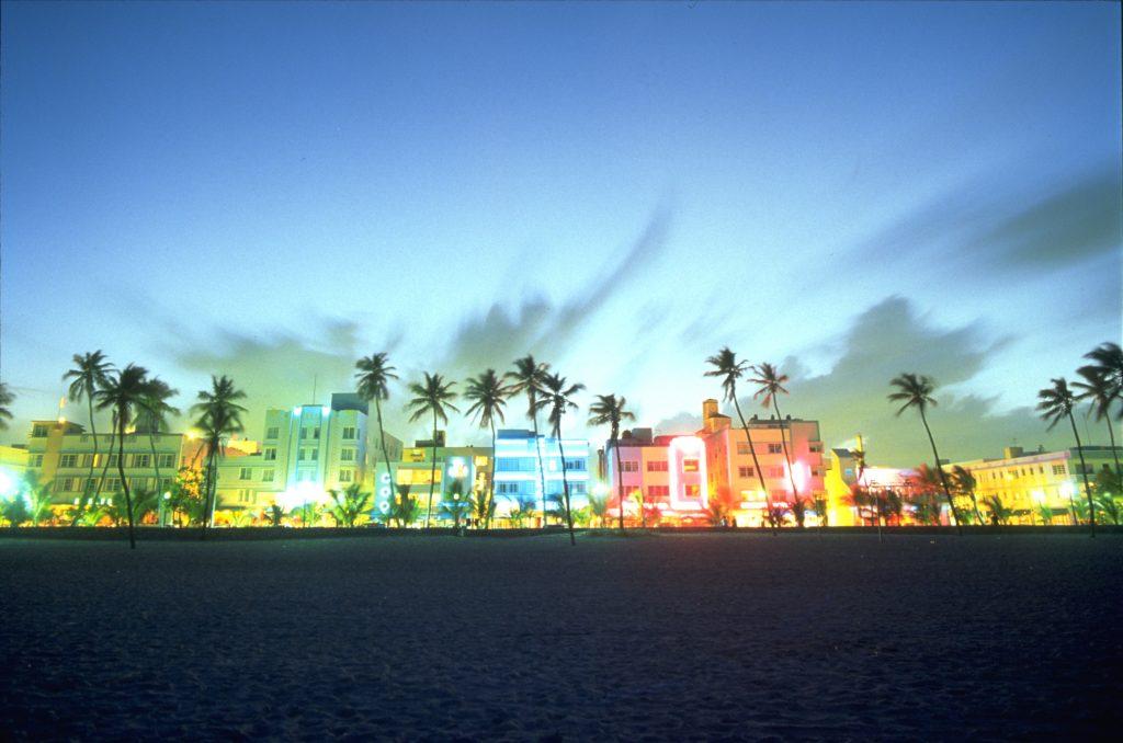 På en rejse til Miami ser du også South Beach om aftenen