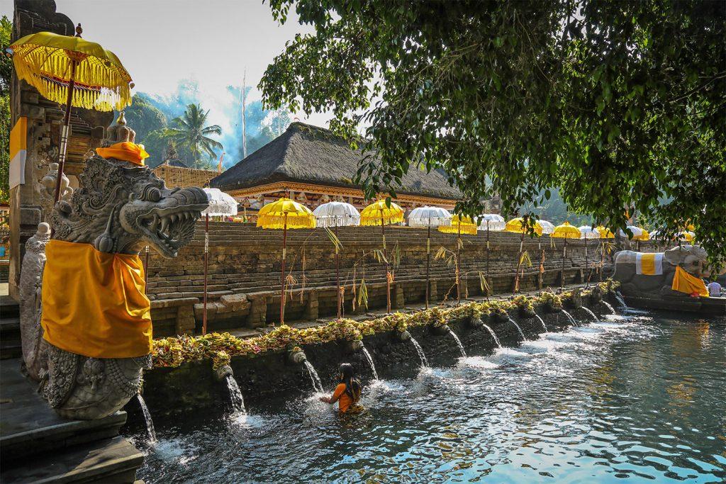 På en rejse til Bali ser du templer, suveræn natur og gode strande
