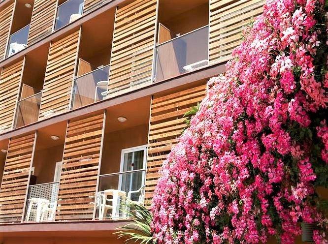 På Costa Brava bor vi på 4-stjernede Hotel Alegria Plaza Paris