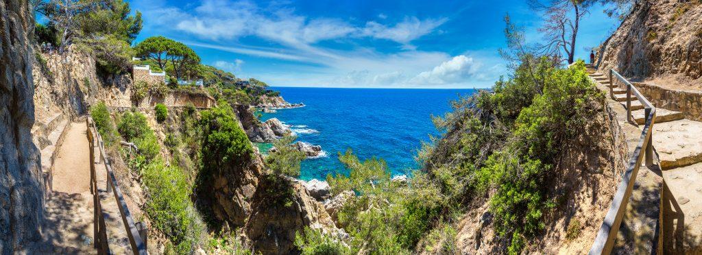 På denne vandreferie for singler til Costa Brava ser du flot natur langs kysterne