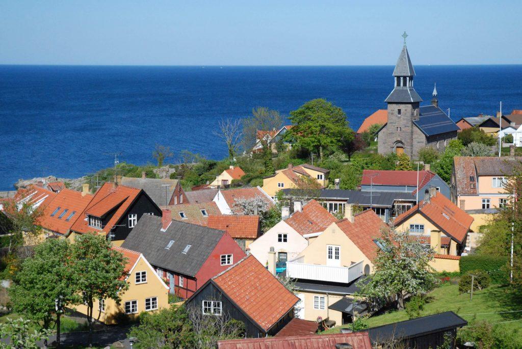 På rejser til Bornholm skal du se smukke Gudhjem