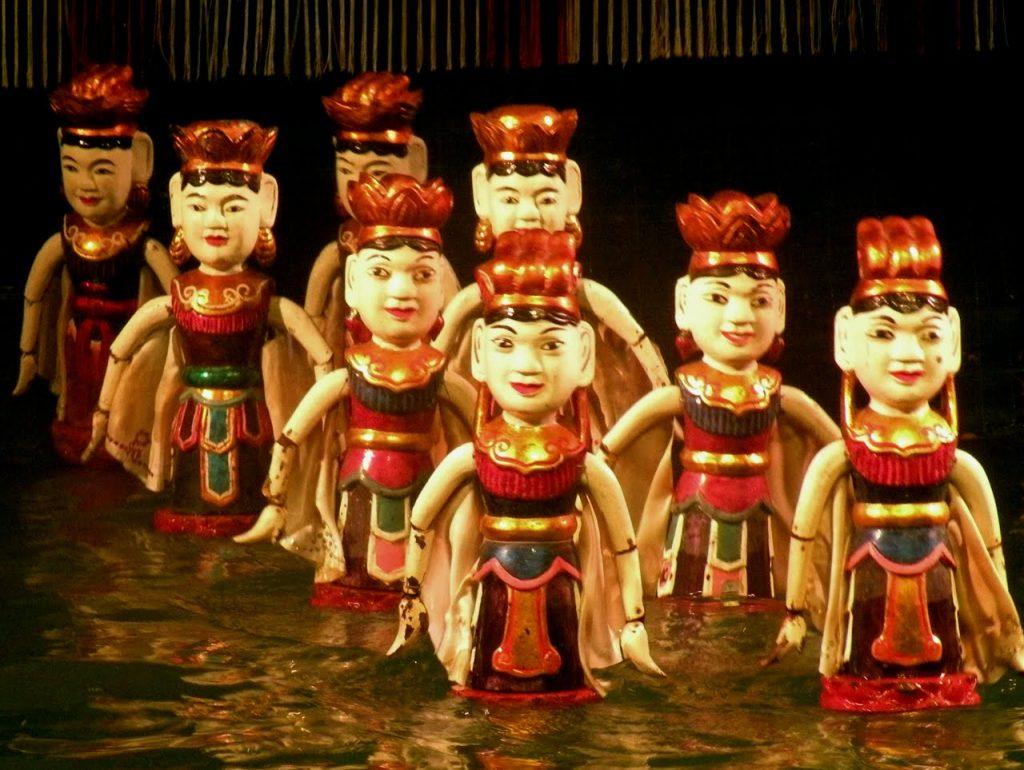 På rundrejse i Vietnam for singler ser vi også vanddukketeater