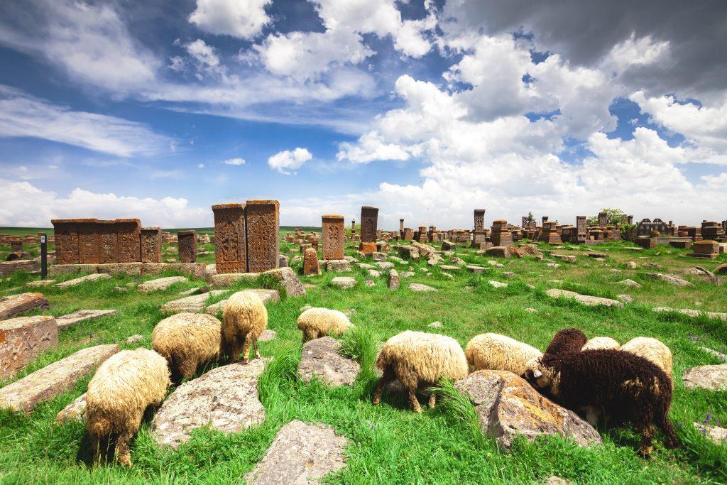 På rejser til Armenien ser du også Noratus-kirkegården
