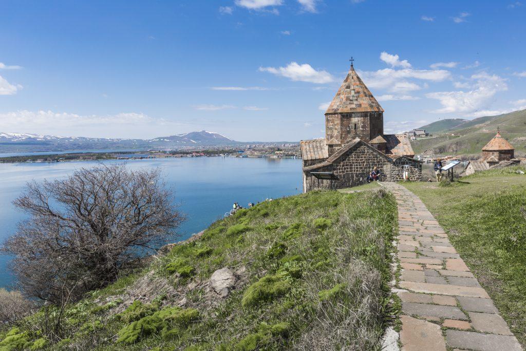 På rejser til Armenien ser du også Sevan-søen
