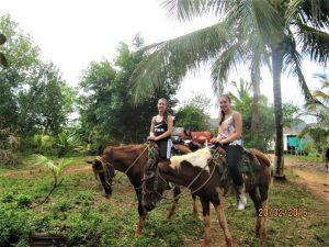 På en rejse til Vinales i Cuba ser du fantastisk natur-Charis døtre til hest