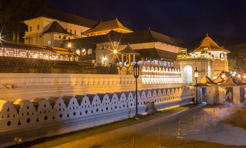 På en rejse til Sri Lanka ser du også Templet for Buddhas Hellige Tand