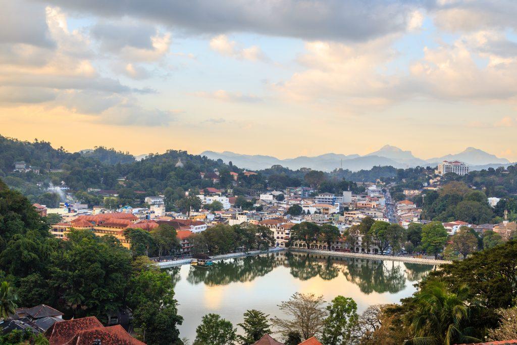 På en rejse til Sri Lanka ser du også den hellige by Kandy