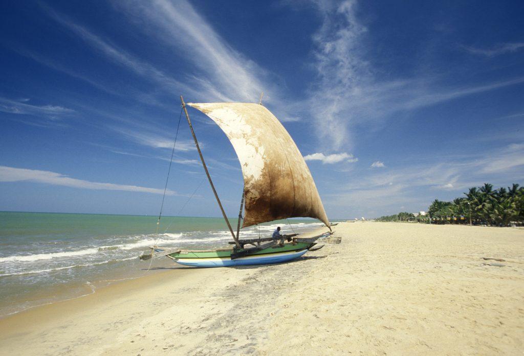På rejser til Sri Lanka ser du traditionelle fiskerbåde