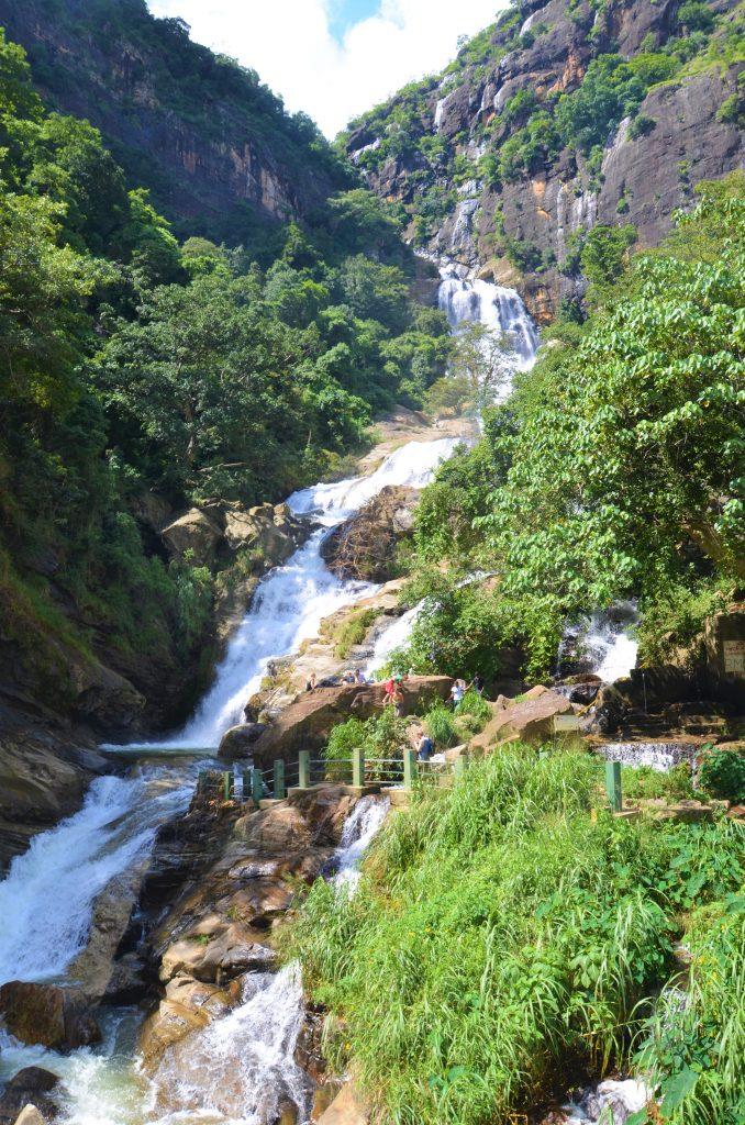 På en rejse til Sri Lanka ser du også vandfaldet Rawana Falls