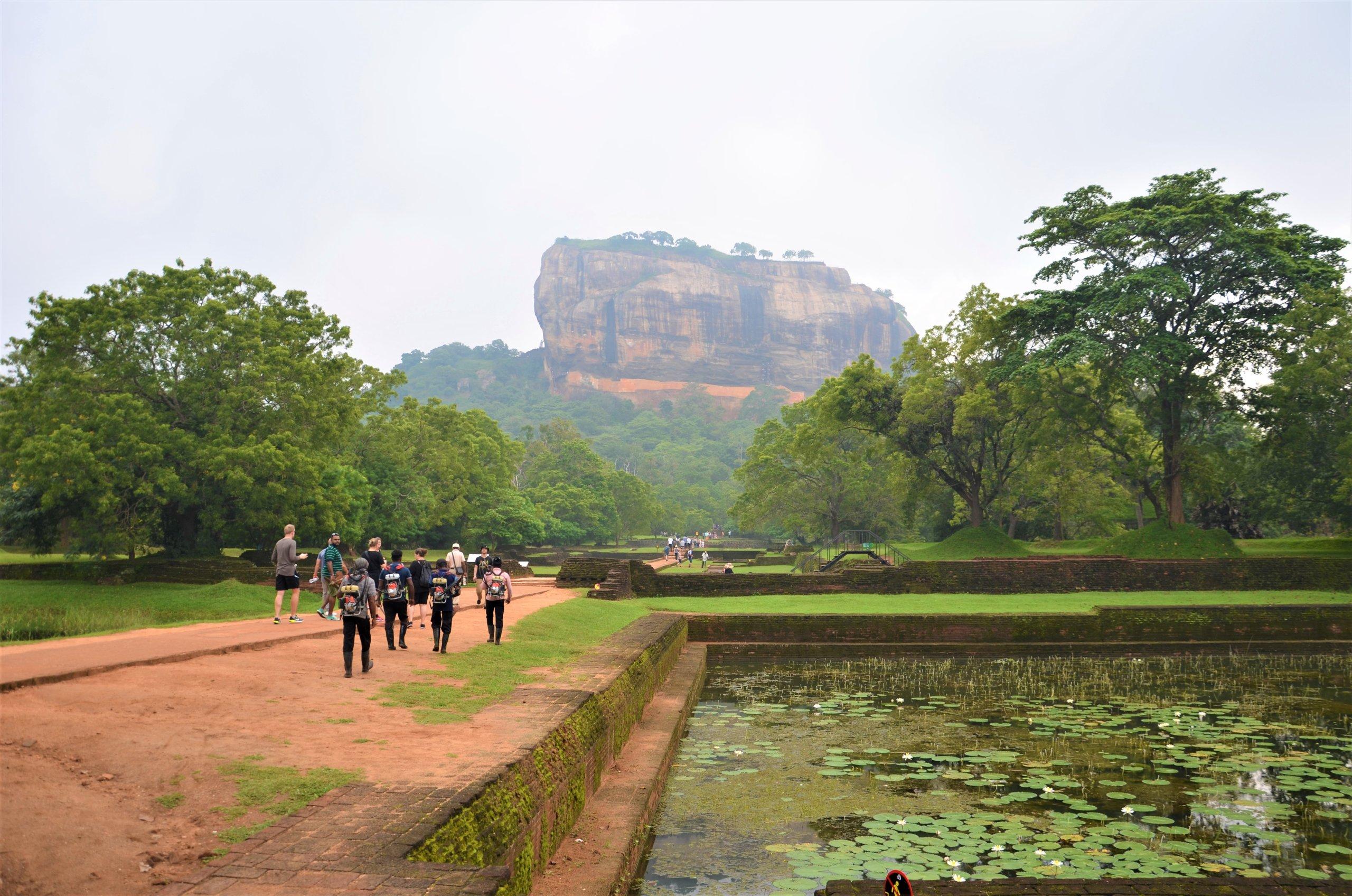 På en rejse til Sri Lanka ser du også klippefæstningen Sigiriya