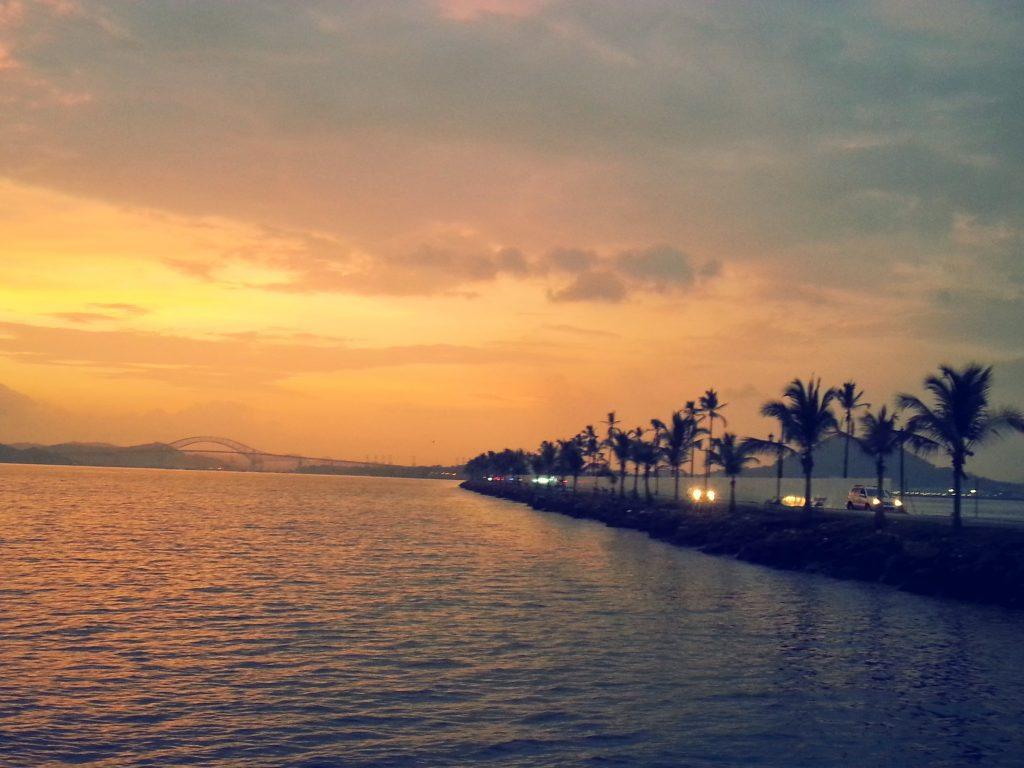 På en rejse til Panama City ser du Causeway-Amador