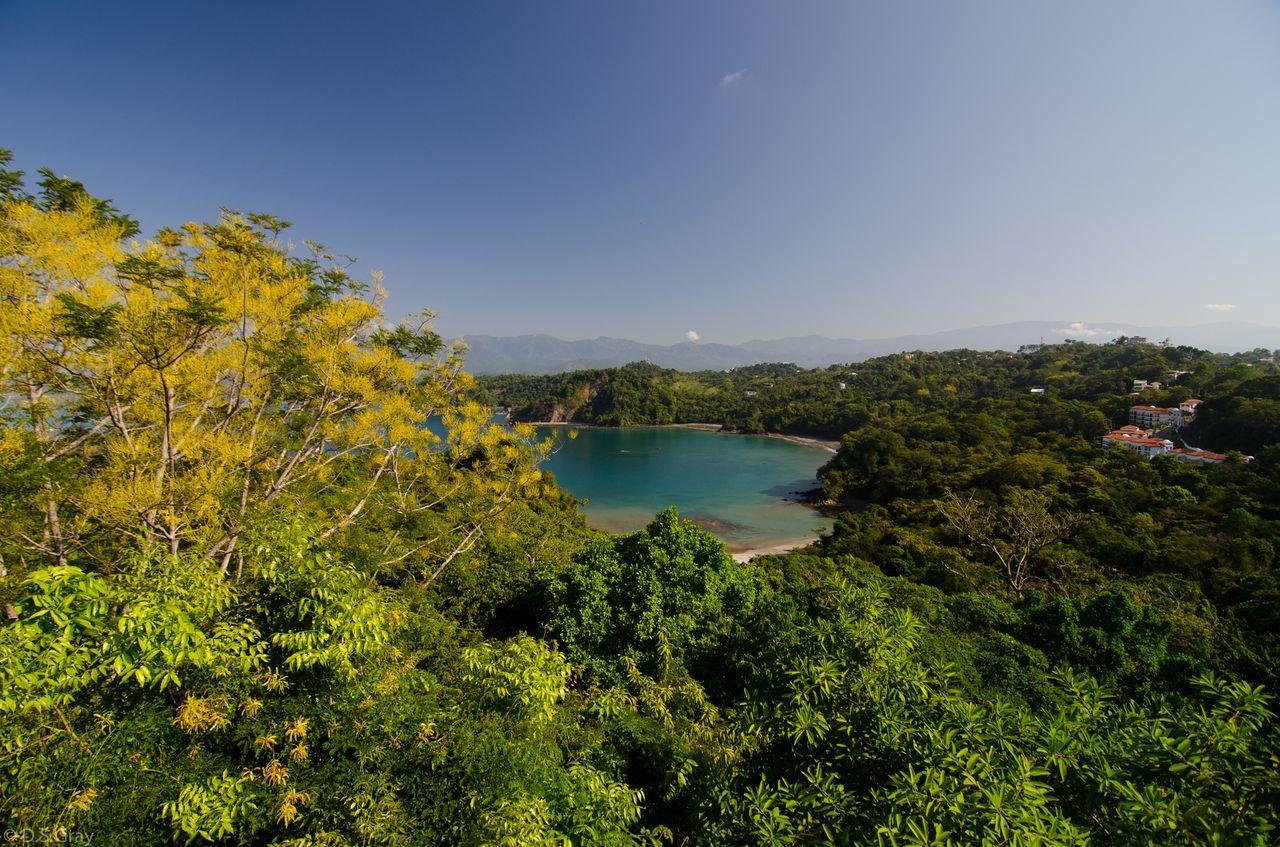 På en rejse til Costa Rica ser du nationalparken Manuel Antonio