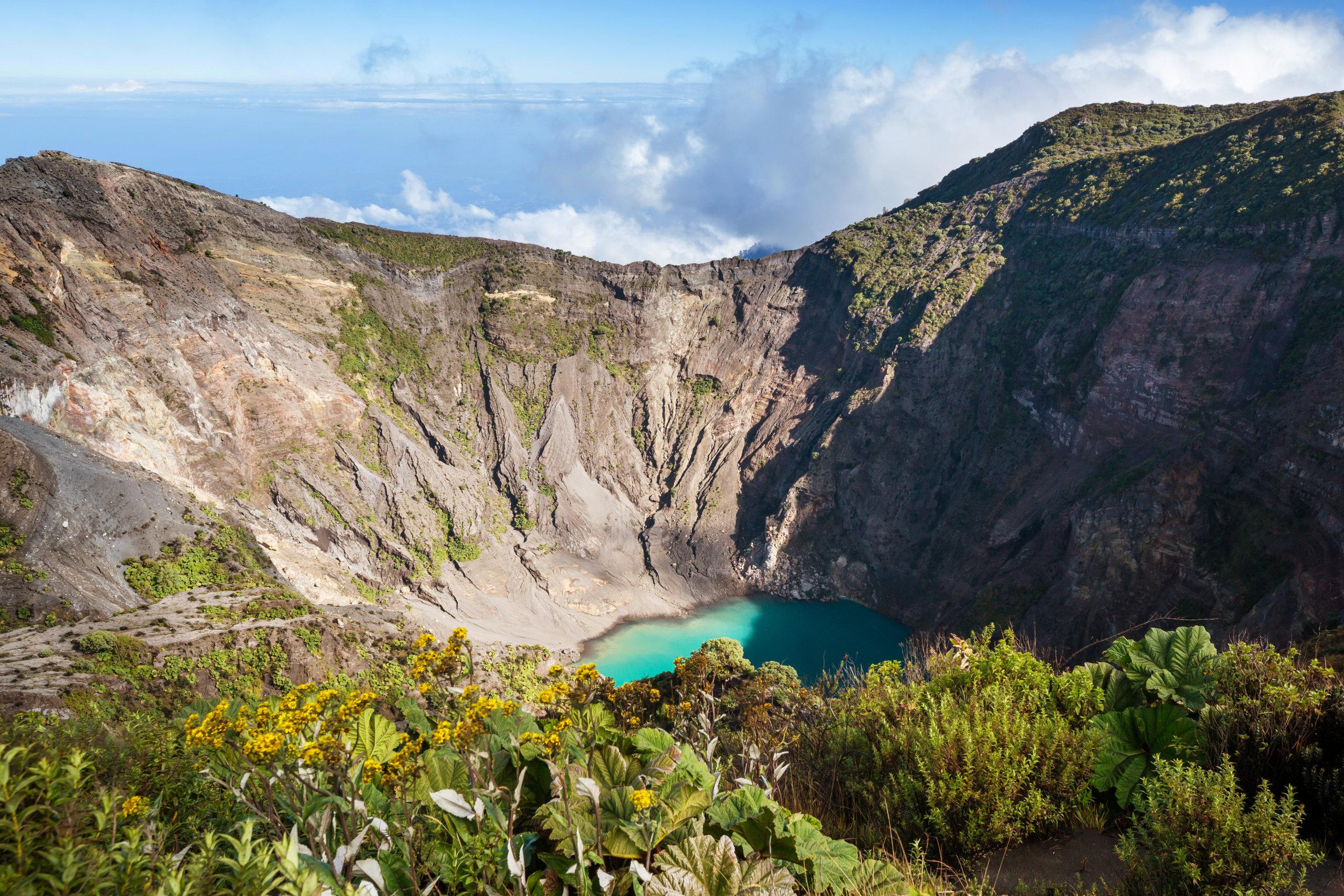På en rejse til Costa Rica ser du vulkanen Volcán Irazú