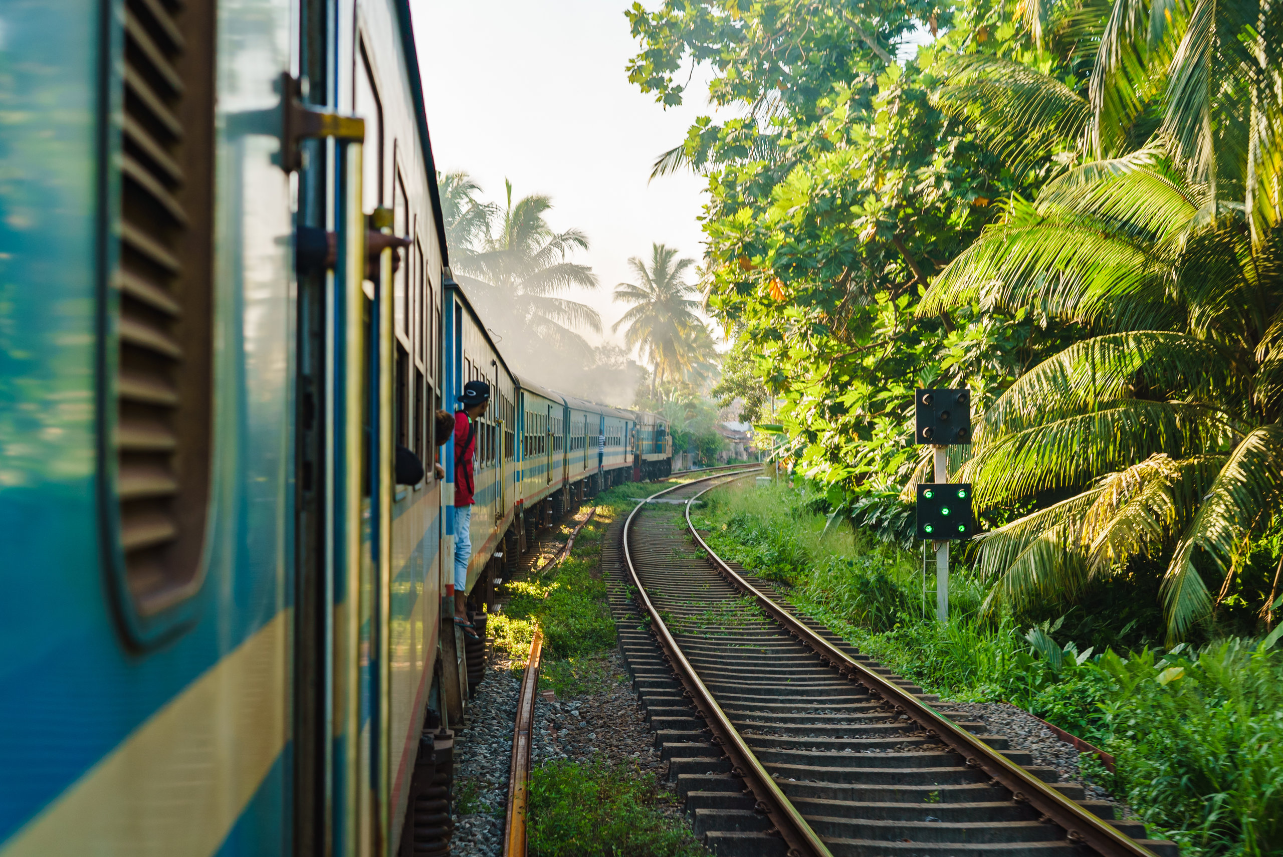 På en rejse til Sri Lanka kan du køre med tog til Nuwara Eliya
