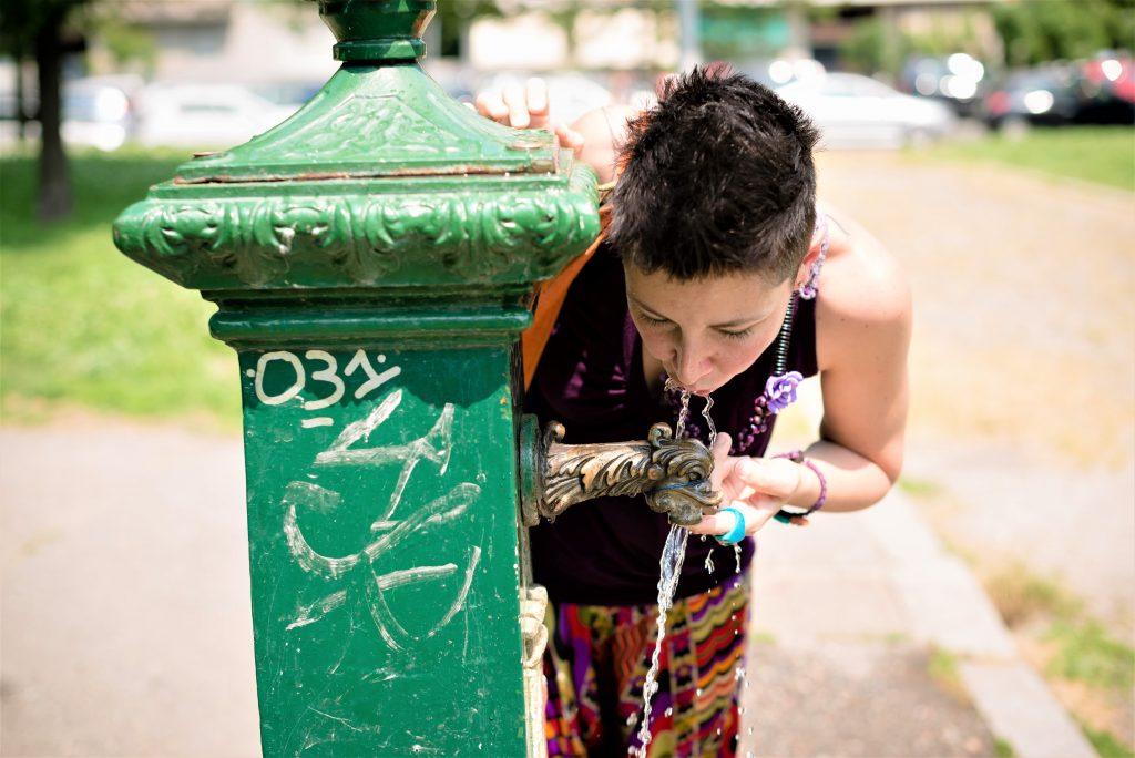 På en storbyferie kan du køle dig af ved en vandpost