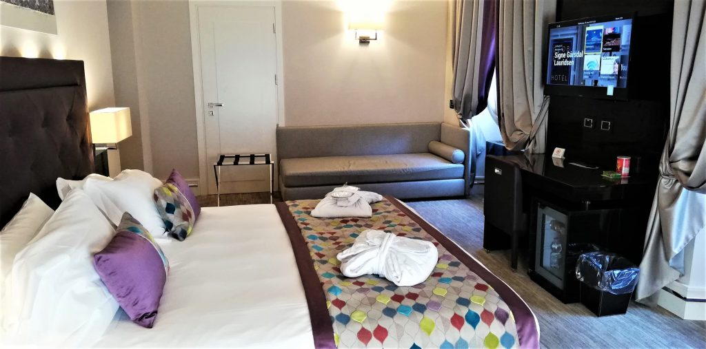 På en rejse til storbyen kan du køle af på dit hotelværelse