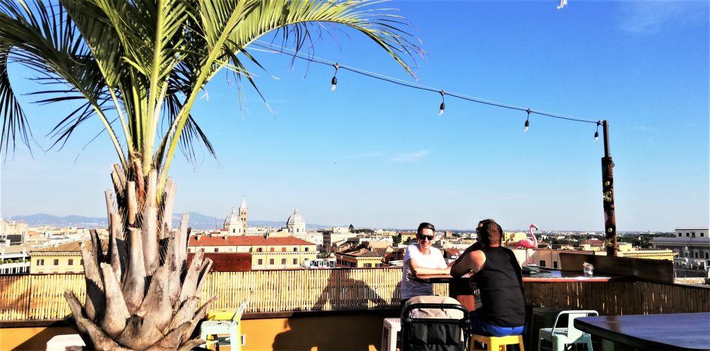 På en storbyferie kan du køle dig af ved en rooftop-bar