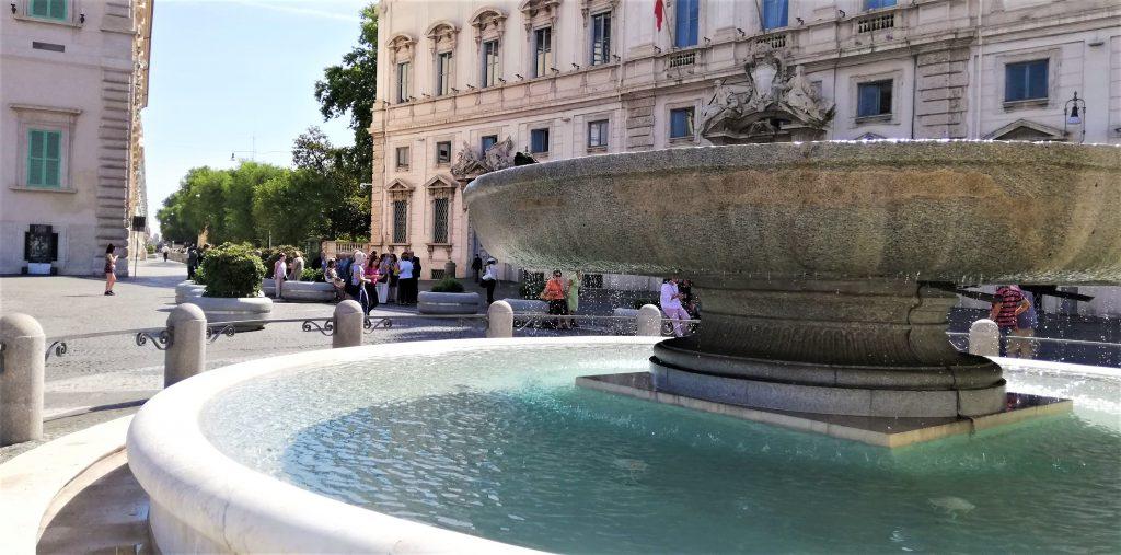På en storbyferie kan du køle dig af ved et springvand