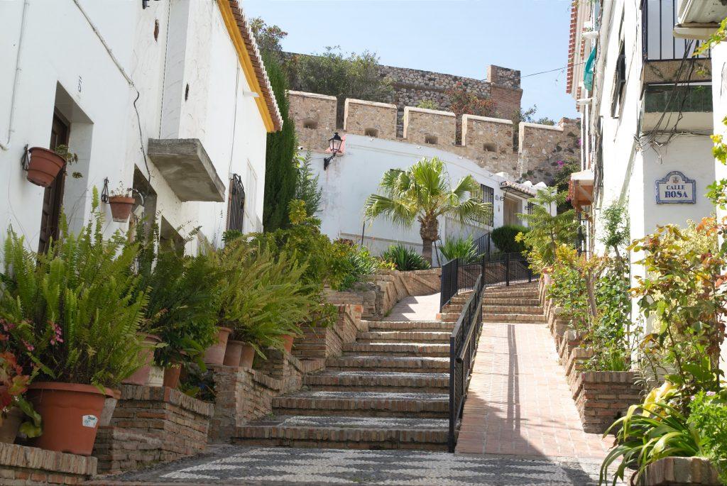 På rejser til Sydspanien kan du se landsbyen Salobrena