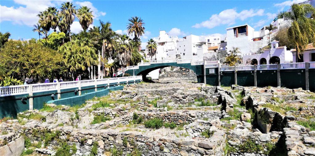 På en rejse til Almuñecar i Sydspanien ser du også ruiner