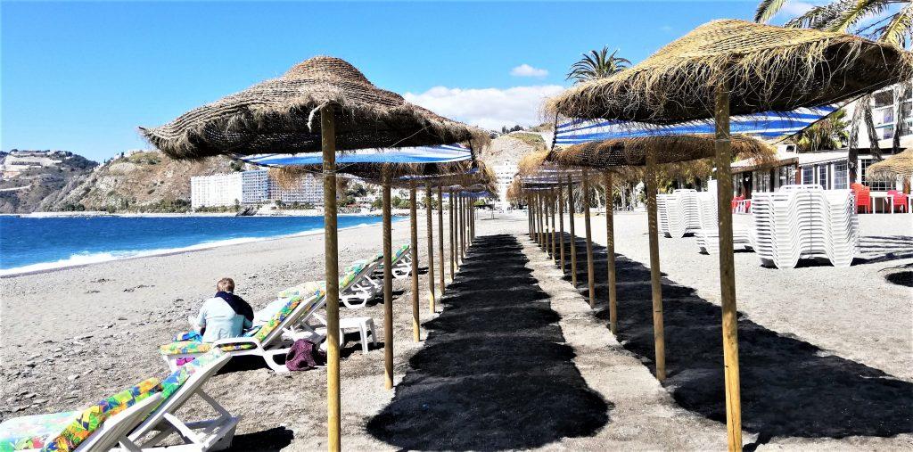 På en rejse til Almuñecar i Sydspanien ser du dejlige strande