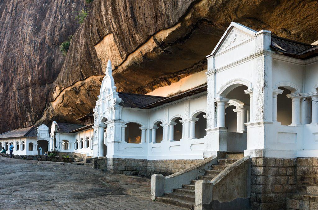 På en rejse til Sri Lanka ser du huletemplet Dambulla