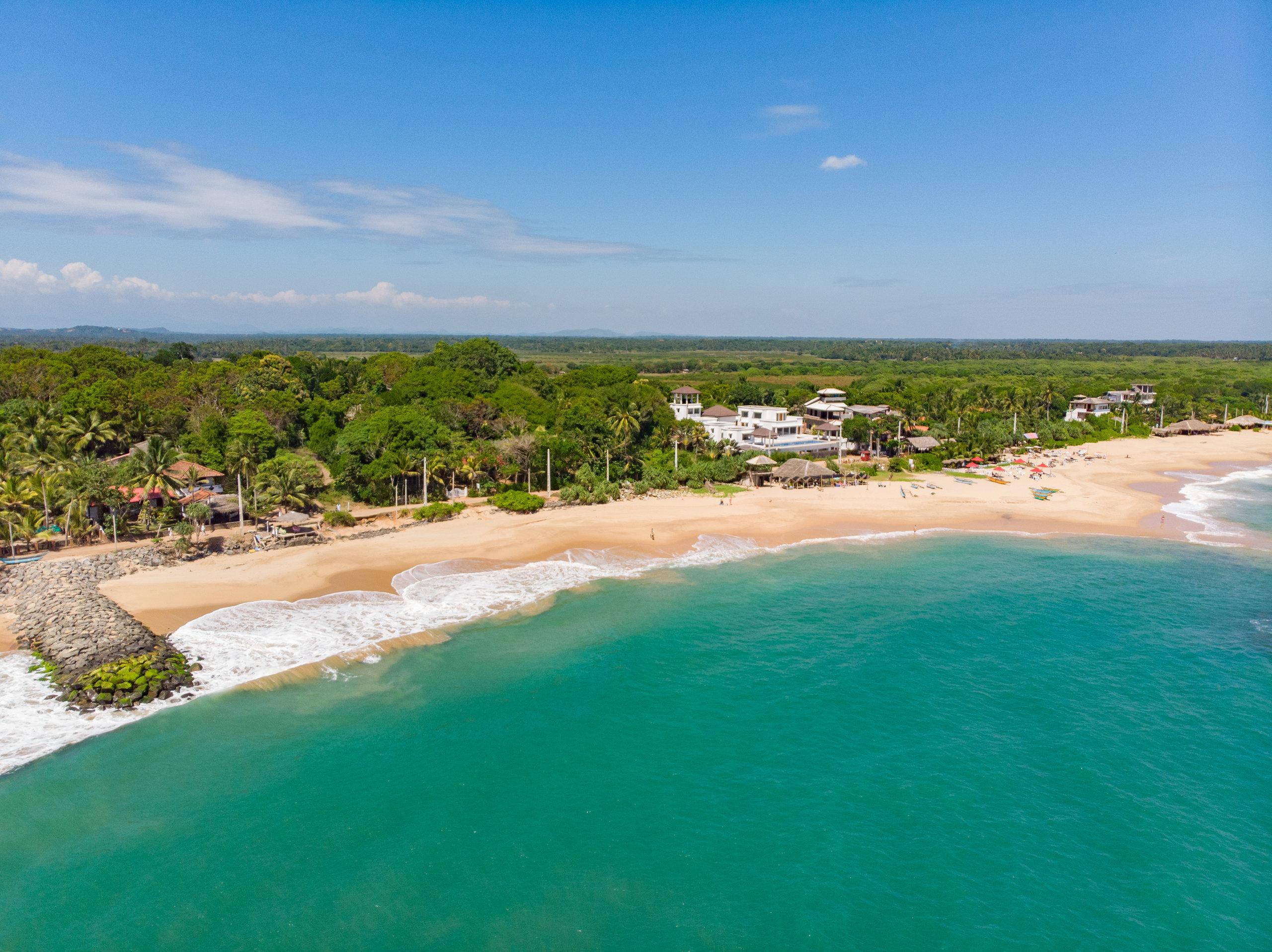På en rejse til Sri Lanka kan i slappe af ved Kalutara Beach