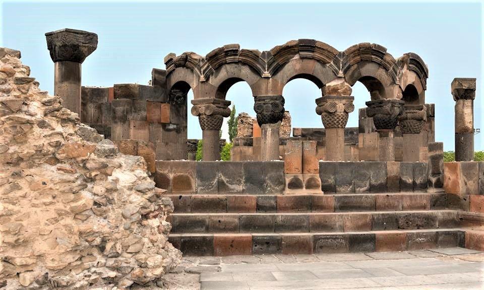 På rejser til Armenien ser du også Zvartnots-templet
