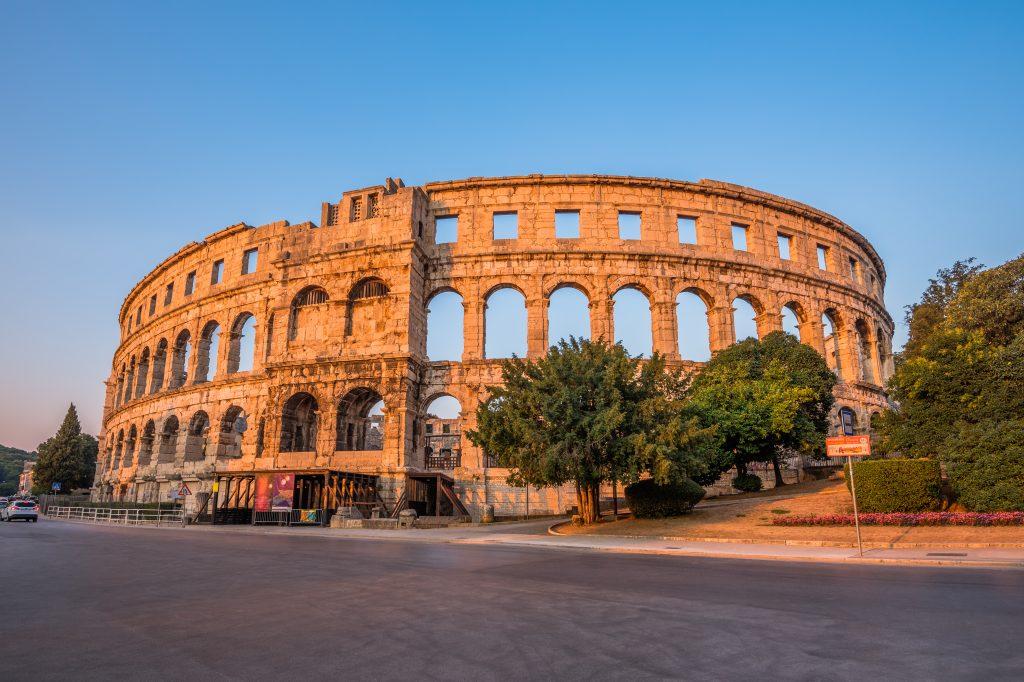 På en rejse til Pula i Istrien i Kroatien skal du se byens amfiteater