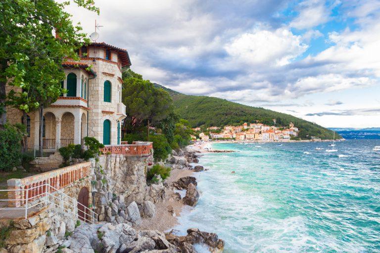 På en rejse til Kroatien bør du se gamle Opatija