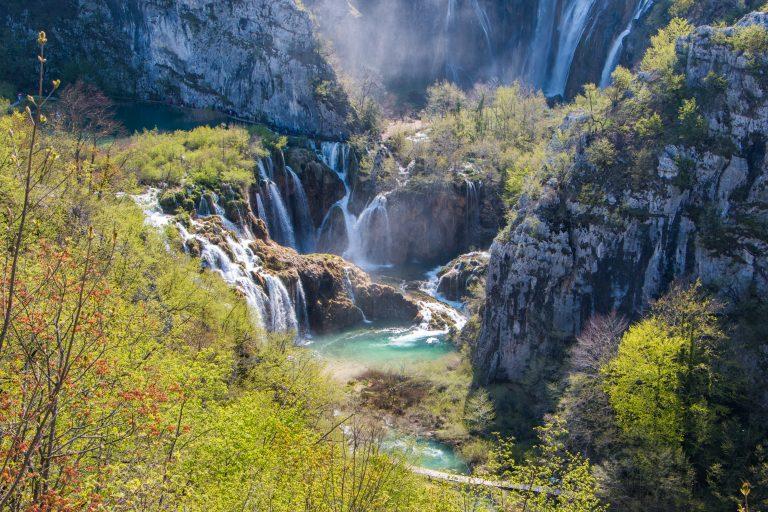 På en rejse til Kroatien bør du se gamle Plitvice Nationalpark