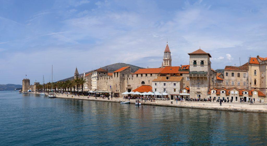 På en rejse til Kroatien bør du se gamle Trogir