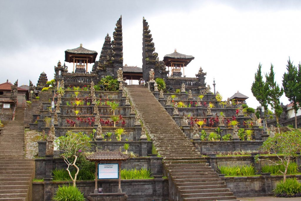 På rejser til Bali ser du templet Besakih